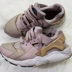 Worn Women's Nike Huaraches
